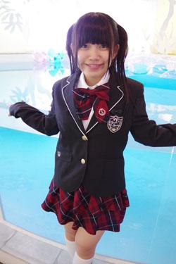 yoshino3seifukupool0003.jpg